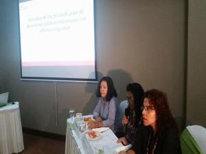 Las panelistas, Ana Ortega (presidenta de C-Libre; Reina Rivera, defensora de DD.HH. y Claudia Mendoza (Vicepresidenta de C-Libre).