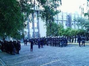 La Corte Suprema lució fuertemente custodiada por policías y militares.