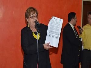 La diputada, Doris Gutiérrez, pidió una expliación lógica sobre la liquidacipon forzosa de Banco Continental.