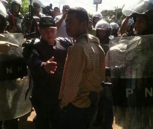 Este es el policia inflitrado a quien Miguel Briceño  y los estudiantes detuvieron