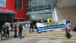 Los indignados de San Pedro Sula frente al mall Galerías del Valle