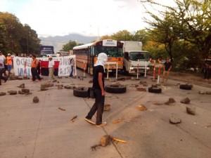 La carretera de Tegucigalpa hacia San Pedro Sula esta bloqueada en varios tramos.