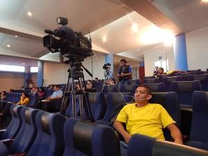 Ante la ausencia de público, se destacó la periodistas, camarógrafos y fotógrafos.