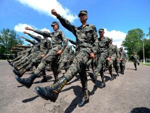 Los militares se han convertido en la prioridad del gobierno de Juan Hernández.
