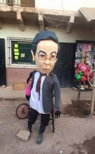 El muñeco que personifica al expresidente Rafael Leonardo Callejas, está muy bien confeccionado.