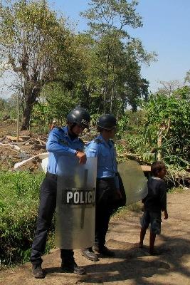 policias desalojo cortes