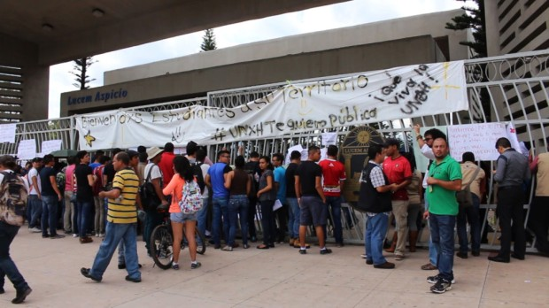 Estudiantes se toman las instalaciones de la UNAH. Foto: Nincy Perdomo.