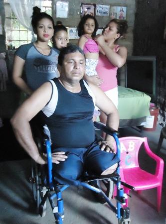 Carlos Roberto Borjas e hijas los Limones