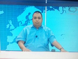 """El periodista Leonel Juarez cuando transmitía su programa """"Juárez Informa"""" por TV Centro de Siguatepque"""